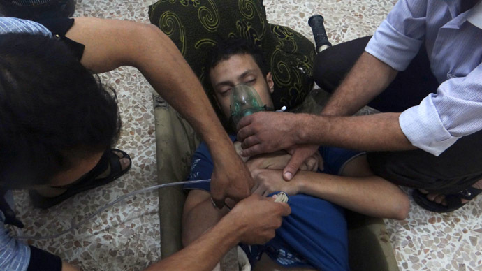 A man, affected by what activists say is nerve gas, breathes through an oxygen mask in the Damascus suburbs August 21, 2013 (Reuters/Ammar Dar)