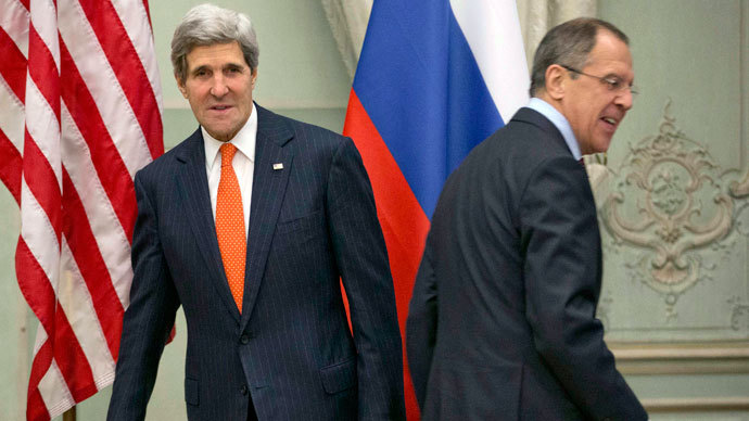 U.S. Secretary of State John Kerry (L) and Russia's Foreign Minister Sergei Lavrov head for their seats after greeting each other before the start of their meeting at the U.S. Ambassador's residence in Paris, January 13, 2014.(Reuters / Pablo Martinez Monsivais)