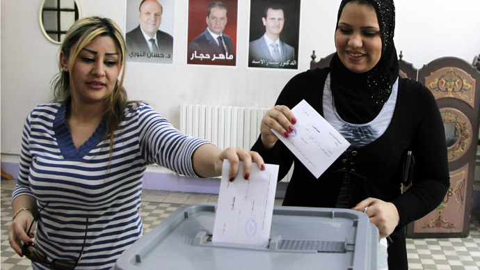 Women cast theirvotes in the presidential election at a polling centre inDamascus June 3, 2014. (Reuters)