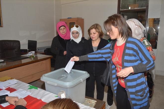 Voters in Aleppo (photo: SANA)